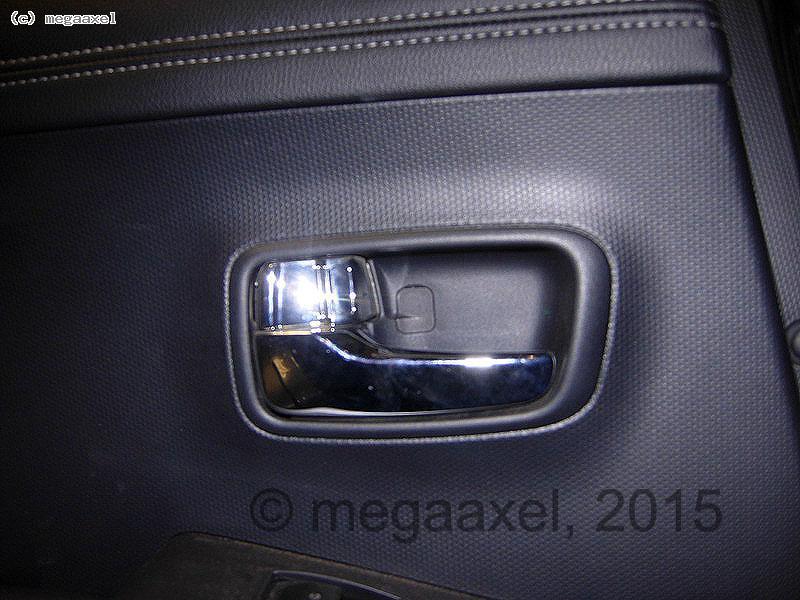 rear_door_cover_remove_01.jpg