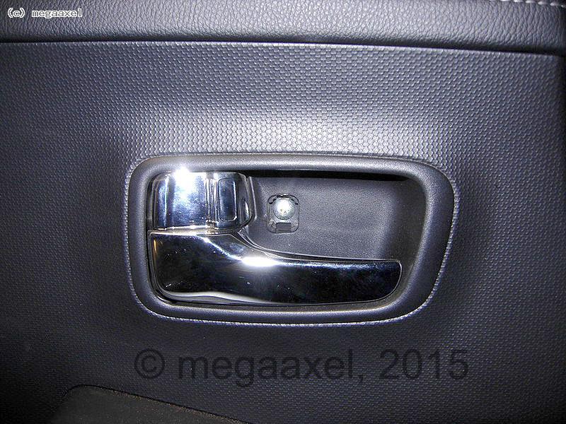 rear_door_cover_remove_02.jpg